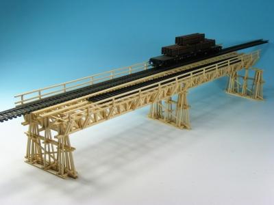 DUHA 21180 - Provisorische Eisenbahnbrücke aus Echtholz (Handarbeit)