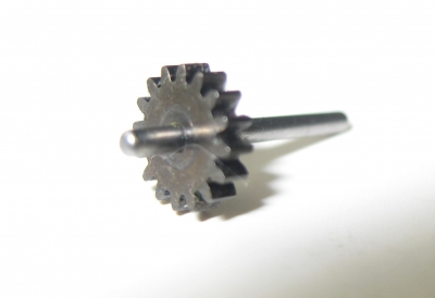 Zahnrad mit langer Achse (für Räder) für Lok 7071