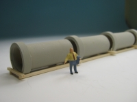 DUHA 11237 - 4 Betonrohre auf Holzträgern (Spur H0)