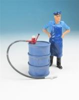 59600 F - Stehendes Ölfass mit Pumpe im Maßstab 1:22,5