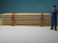 11321 - Echtholz Bretterstapel mit Spanngurten