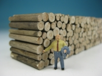 DUHA 11102 A - Holzstapel aus gealtertem Holz (Spur H0)