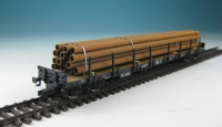 DUHA 11205 A - Rostige Rohre, gestapelt auf Holzträgern