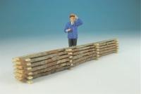 15277 - Baumstamm, unbearbeitete Bretter aufgestapelt